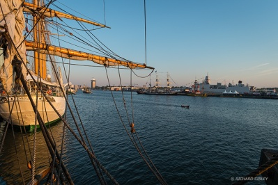 Early morning, behind Esmeralda, Belem opposite and probably the only time the river was virtually empty