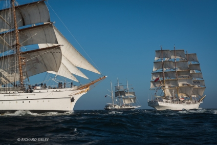 NRP Sagres, Lord Nelson and Dar Mlodziezy. Race start, Lisbon 2012