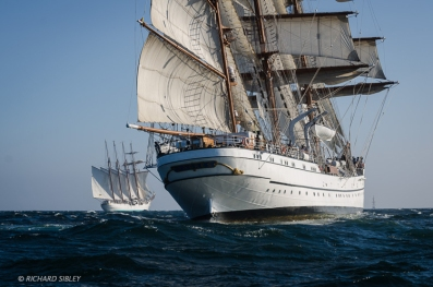 Juan Sebastian de Elcano and NRP Sagres. Race start, Lisbon 2012