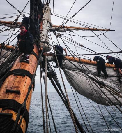 Setting the Blinda sail