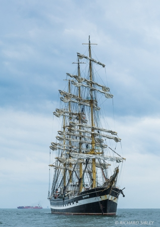 The Russian 4 masted Barque 'Kruzenshtern' on the start line Antwerp 2010