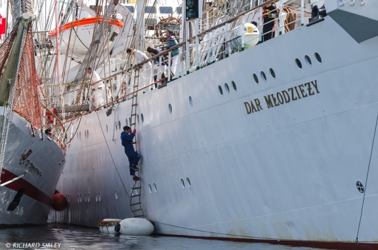 Maintenance work on the Polish Full Rigger Dar Mlodziezy