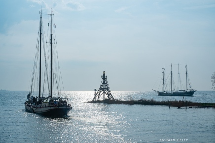 Ships leaving Hoorn in the early morning